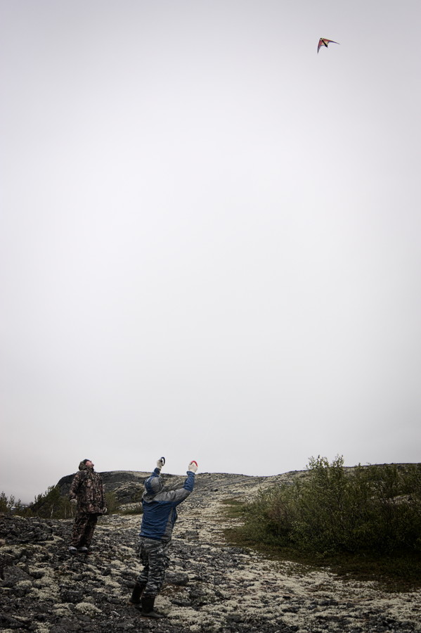 Воздушный змей над Ловозёрами
